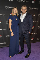 Anna Torv, Holt McCallany