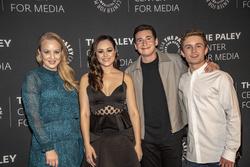 Wendi McLendon-Covey, Hayley Orrantia, Sam Lerner, Sean Giambrone